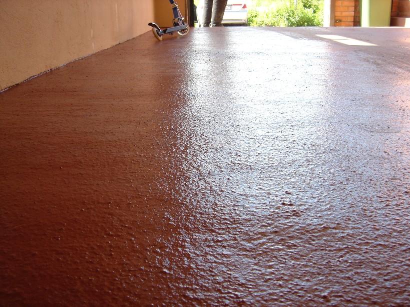 Что касается состава материалов, то полиуретановые покрытия используют на тех объектах, где важна устойчивость к вибрациям и механическим нагрузкам
