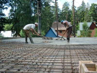 Заливку арматуры бетоном
