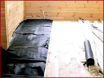 Работы выполняются в три этапа (подготовка бетонного пола, крепление полиэтиленовой мембраны и крепление утеплителя)
